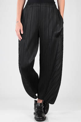 wide trousers in polyester plissé with vertical and diagonal narrow pleats  - 111