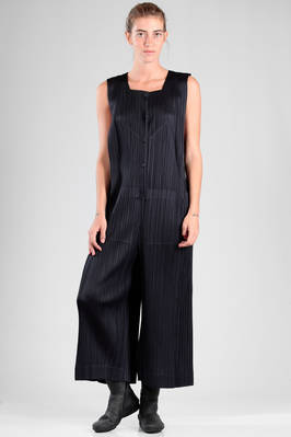 jumpsuit in polyester plissé with narrow vertical pleat  - 111