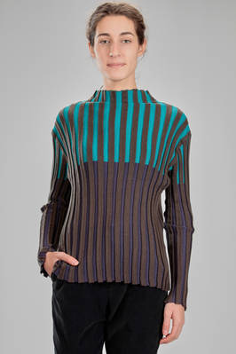 hip length sweater in stockinette stitch of wool, acrylic and polyester with vertical bicolor ribs  - 111