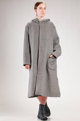 long and wide coat in knitted woolen cloth with contrasting color inside  - 121