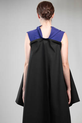 132 5. Issey Miyake – wide longuette dress with origami algorithm development in bicolour recycled polyester canvas - ISSEY MIYAKE