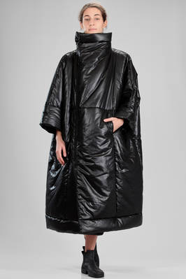 132.5 Issey Miyake – long padded jacket in glittery polyester canvas, polyester padded  - 47