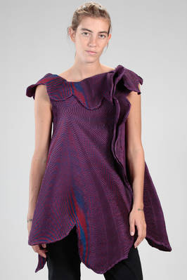 'sculpture' tunic in steam-stretch plissé of polyester and polyurethane with concentric stipple circles  - 47