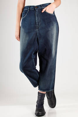 5 pockets ankle length jeans in stone washed cotton denim on the front and dark blue on the back  - 97