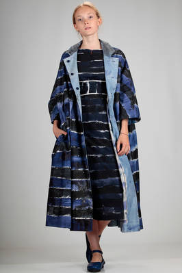 wide and long overcoat in cotton canvas with horizontal handmade brushstrokes in shades of blue and lighter blue  - 195
