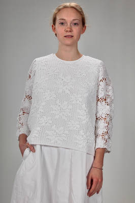 hip length sweater in polyester knit with stylized lace flowers  - 157