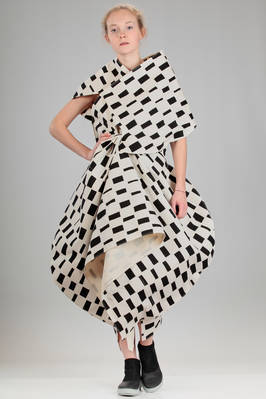 'sculpture' dress in light neoprene of cotton and nylon with small irregular rectangles pattern  - 74
