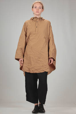 waterproof cape in wrinkle canvas of water-repellent polyester and cotton with waxed effect  - 97