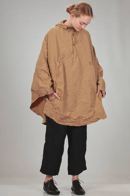 3123c4c9f ... waterproof cape in wrinkle canvas of water-repellent polyester and  cotton with waxed effect ...