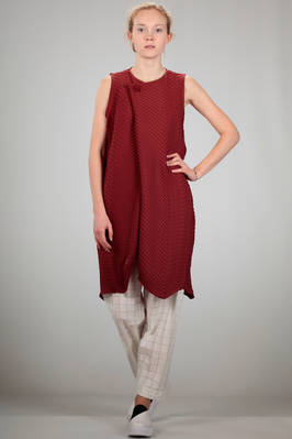 long and waisted waistcoat in very light backed stretch polyester with diagonal waves  - 47