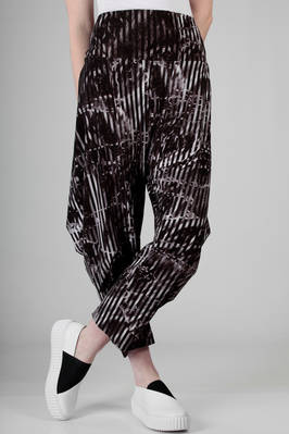 soft trousers in stretch jersey of triacetate, polyester and polyurethane with black and white 'lava and ice' pattern  - 47