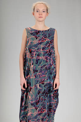 long and wide dress in stretch jersey of triacetate, polyester and polyurethane with multicolour 'lava and ice' pattern - ISSEY MIYAKE
