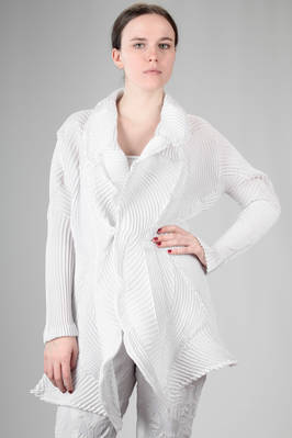 'sculpture' jacket in rounded steam-stretch plissé of polyester and polyurethane  - 47