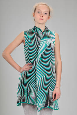 long and wide waistcoat in soft 'baked stretch' plissé of polyester with horizontal waves multicolour lines  - 47