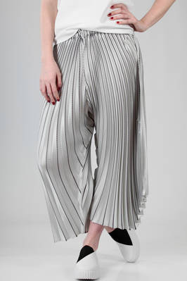 wide trousers in polyester plissé with diagonal and radial bicoloured lines  - 47
