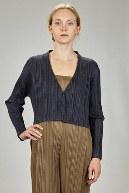 short jacket in cotton and polyester plissé with vertical pleats and contrasting color outlines  - 111