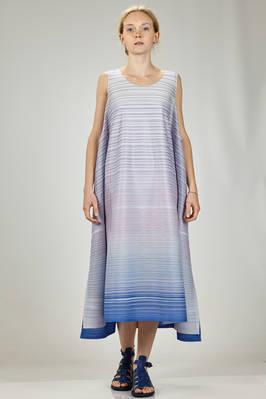 wide longuette dress in polyester plissé with degradé horizontal narrow pleats  - 111