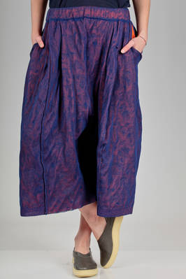 short and wide trousers in 'floating' knit of textile paper and inner in contrasting color cotton and polyamide with iridescent effect  - 227