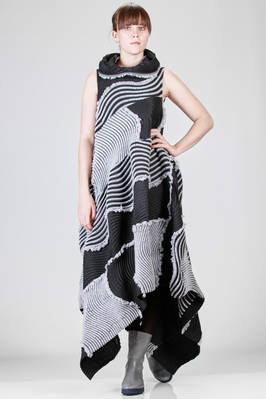 long 'sculpture' dress in steam stretch plissé of wool, polyester and polyurethane with multidirectional waves  - 47