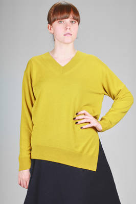 asymmetrical sweater, under the hips in light stockinette stitch of wool, silk and cashmere  - 121