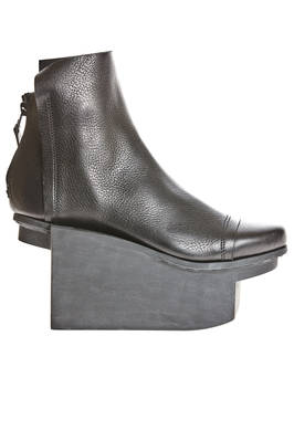 UNTITLE soft ankle boot in textured cowhide leather with 'sculpture' heel  - 51