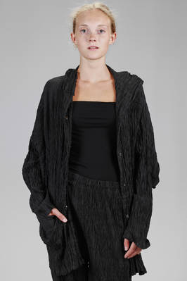 long jacket in vertical polyester froissé  - 123
