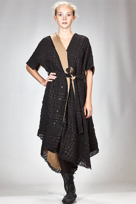 wide and asymmetrical robe-manteaux in textured new wool gauze doubled on smooth wool gauze in contrasting color  - 161