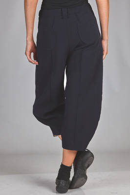 short and wide trousers in wool, polyethylene and spandex canvas with vertical embossing  - 359