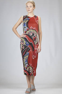 longuette dress in vertical and narrow polyester plissé with batik pattern  - 111