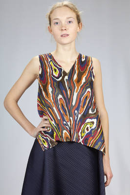 hip length top in diagonal and narrow polyester plissé with multicolour polyester  - 111
