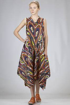 wide longuette dress in diagonal polyester plissé with multicolour pattern  - 111