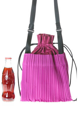 small cross body bag in nylon polyester plissé with vertical narrow pleats  - 111