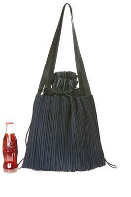 shoulder bag of medium dimensions in nylon plissé with vertical narrow pleats  - 111