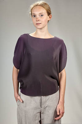 circle top in polyester plissé with soft narrow pleats, tone on tone bicolour with iridescent effect  - 111