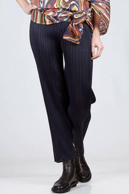 straight trousers in vertical polyester plissé with narrow pleats  - 111