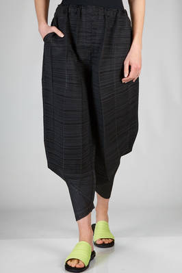'sculpture' trousers in polyester plissé with narrow horizontal pleats  - 111