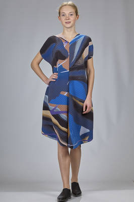 calf length dress in diagonal polyester plissé with soft waves and multicolour print  - 47