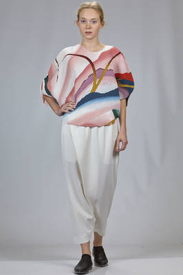 hip length top in diagonal polyester plissé with soft waves and multicolour print - ISSEY MIYAKE