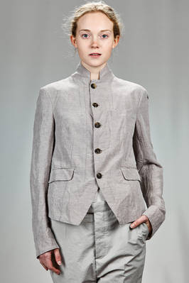 short and slim fitted jacket in linen ramie and lyocell, lined in a striped cotton and polyamide canvas and the bottom of the sleeves in acetate and viscose  - 161