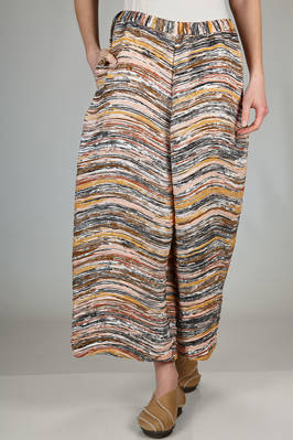 wide trousers in polyester plissé with 'sedimentary rocks' effect  - 47