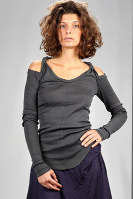 long and slim fitted t-shirt in cotton jersey with narrow ribs  - 163