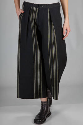 above the knee trousers in Oxford cotton and linen with loom effect vertical lines  - 97
