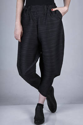 'sculpture' trousers in polyester plissé with diagonal and horizontal narrow pleats  - 111