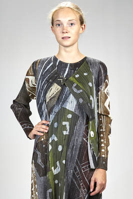 hip length jacket in polyester plissé with vertical narrow pleats and abstract multicolour pattern  - 111