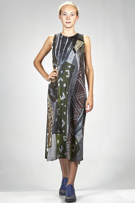 longuette dress in polyester plissé with vertical narrow pleats and abstract multicolour pattern  - 111