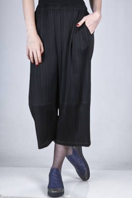 straight and wide trousers in polyester plissé with vertical narrow medium pleats  - 111