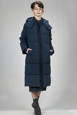 calf length padded coat in polyester plissé with vertical narrow pleats, padded in down and feather, reversible  - 111