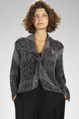 hip length jacket in hand silk polyester plissé with diagonal narrow waves and graphic print  - 47