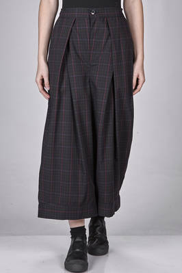 short and wide trousers in polyester and wool (doesn't wrinkled) with tone on tone check  - 121