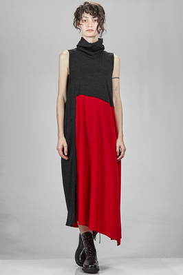 long and asymmetrical dress with parts in slub wool jersey and parts in triacetate and polyester crêpe de chine  - 97